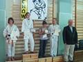 Mariola Urbańczyk podczas dekoracji (pierwszy zawodnik od prawej)